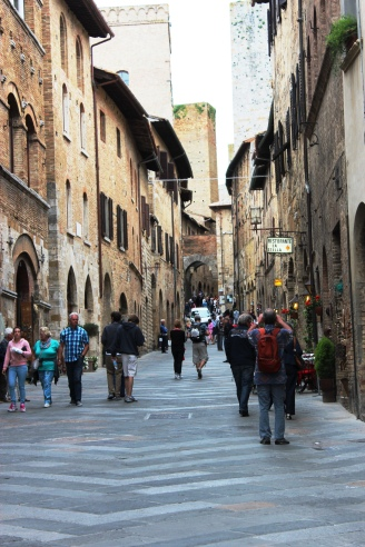 Via San Giovanni, principal rua de San Gimignano