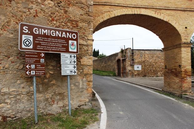 Um dos portões do muro medieval de San Gimignano