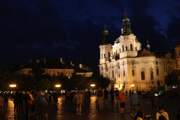Praça da Cidade Velha no início da noite