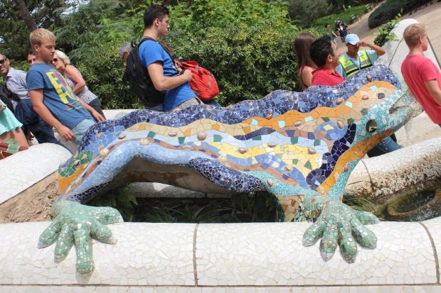 Salamandra ou dragão localizado no centro da Escadaria Monumental